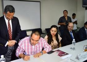 En Grupo San Carlos se firma el primer crédito INFONAVIT- IPEJAL