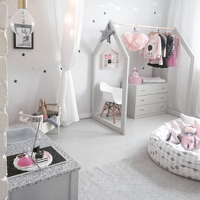 2eceb37ffe0aa1830f020df60f2d9fb7--little-girls-playroom-white-kids-room
